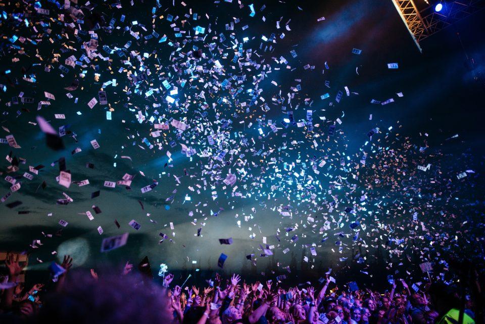 Coriandoli colorati nei concerti