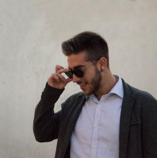 Alessandro Sapiolo e occhiali da sole